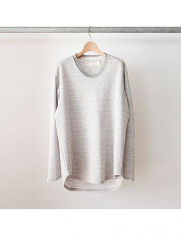 U neck long sleeve shirt