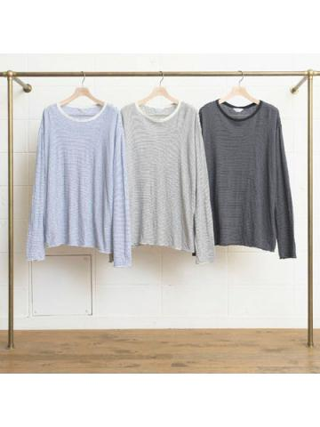 long-sleeve border T-shirt.