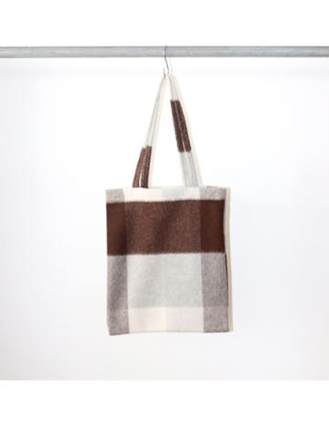 Big block check tote bag